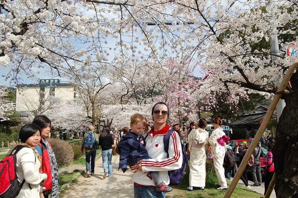 Șerban Georgescu și fiul său, în Țara Soarelui Răsare
