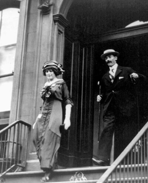 John Jacob Astor IV, cel mai bogat pasager de pe Titanic, și tânara lui soție, Madeleine Talmage Astor | Sursa: The Gilded Rage