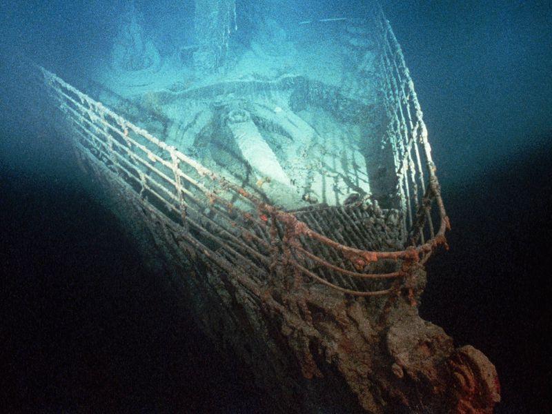 Abia după 73 de ani, a fost descoperită epava navei Titanic, la adâncimea de 3800 de metri | Foto: Ralph Bradshaw White, primul care a documentat și arătat lumii imagini cu epava Titanicului; Sursa foto: Smithsonian Magazine