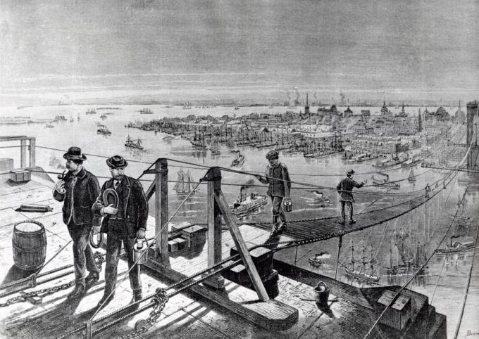Podul suspendat, instalat temporar, a fost o atracție pentru newyorkezi   Sursa: National Archives