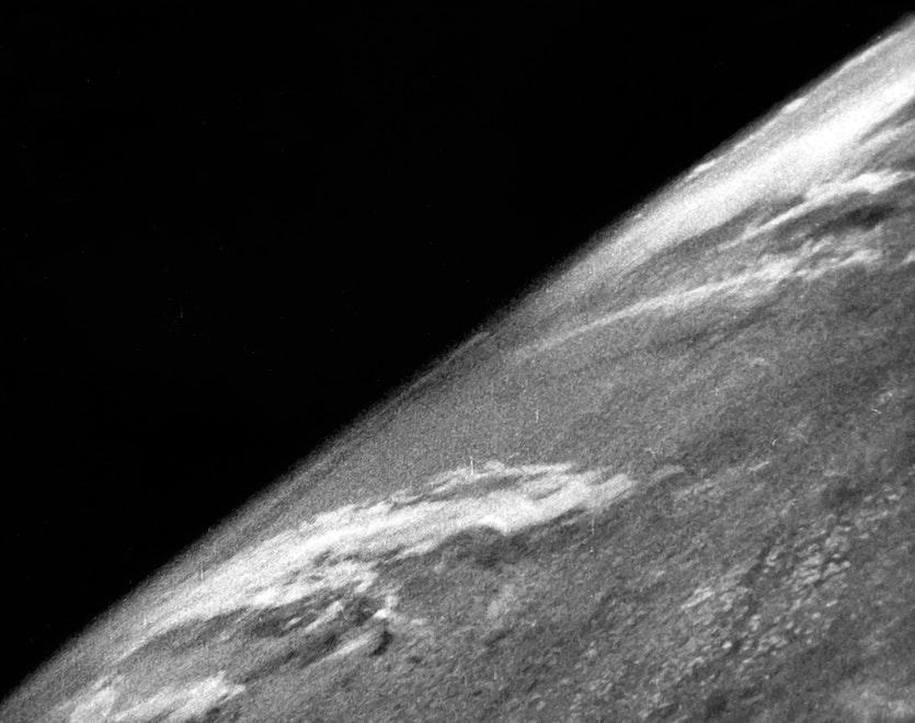 Prima imagine din spațiu cu Pământul, 24 octombrie 1946 | Sursa: Cosmos Magazine