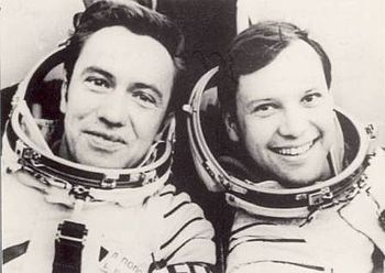 Leonid Popov și Dumitru Prunariu. Sursa foto: Wikipedia.org