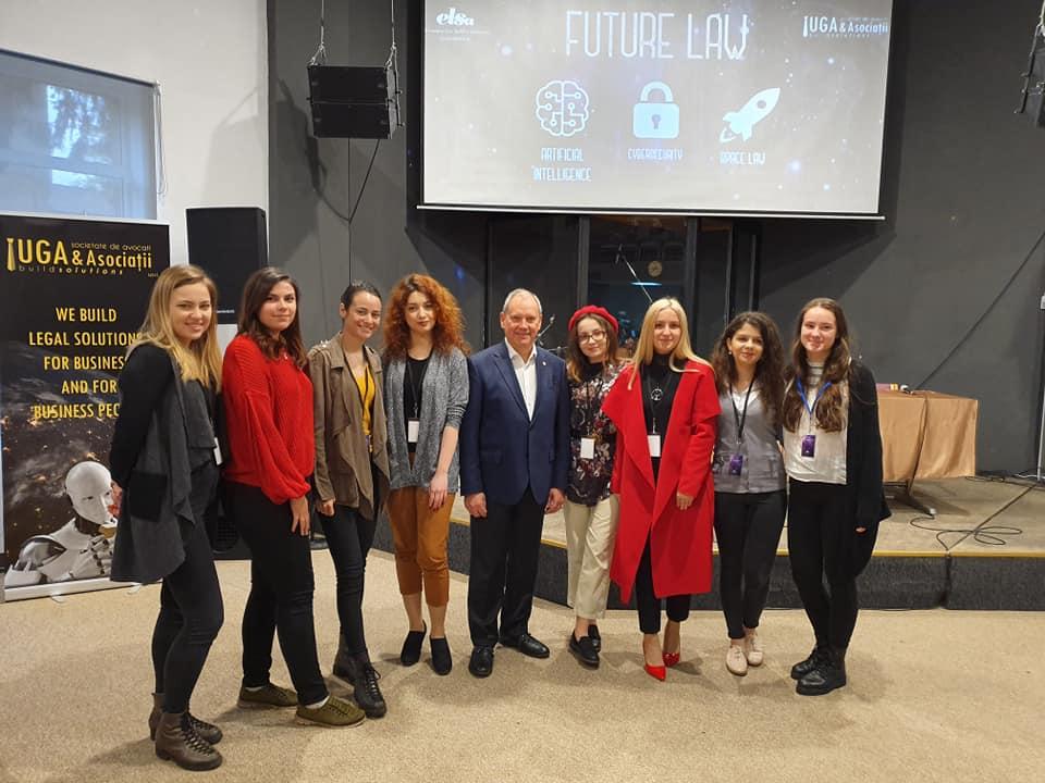 Dumitru Prunariu, alături de tineri. Sursă Facebook: Dumitru-Dorin Prunariu