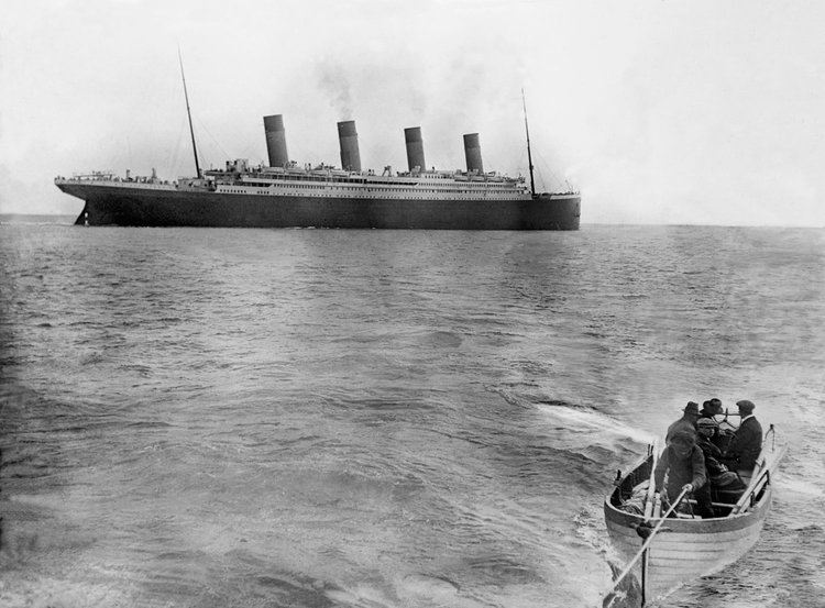 Ultima imagine cu Titanicul părăsind Queenstown (Cobh), Irlanda, în primul lui voiaj pe mare, spre New York, 12 aprilie 1912 | Foto: Francis Browne, Bridgeman Images