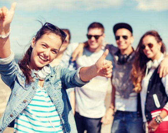 Tineri fericiți