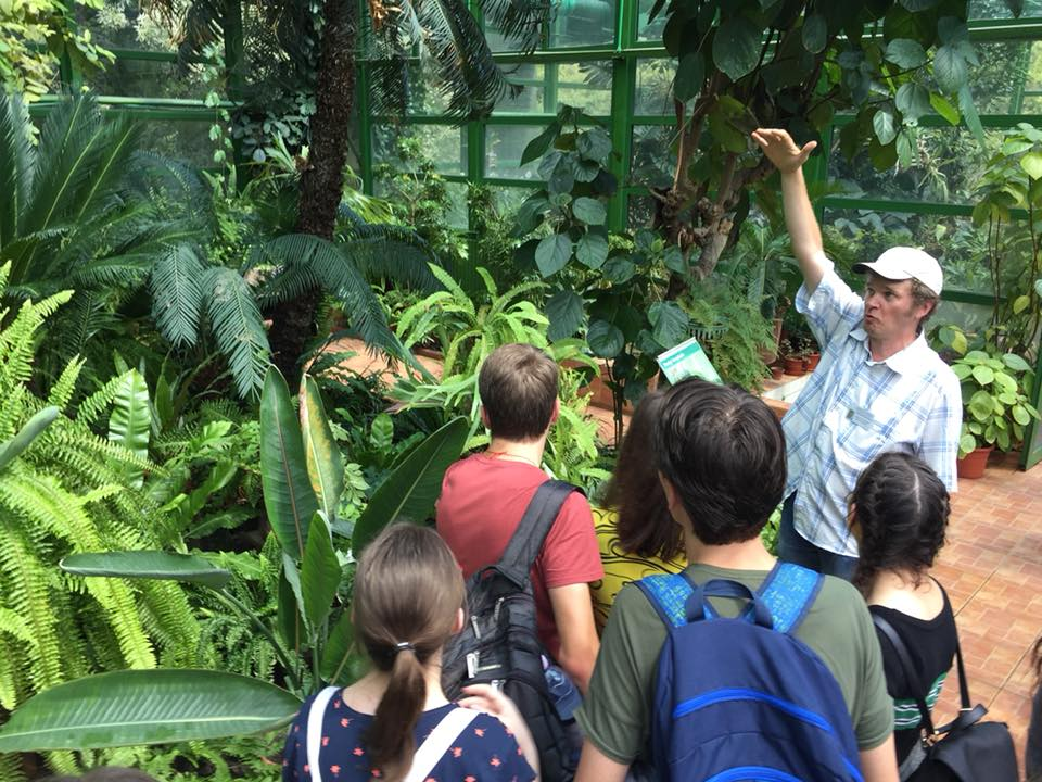 Elevii la Grădina Botanică