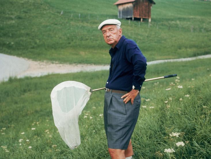 Vladimir Nabokov, la vânătoare de fluturi, în jurul anului 1975Credit foto: Horst Tappe / Getty Images, Sursa: Nautil
