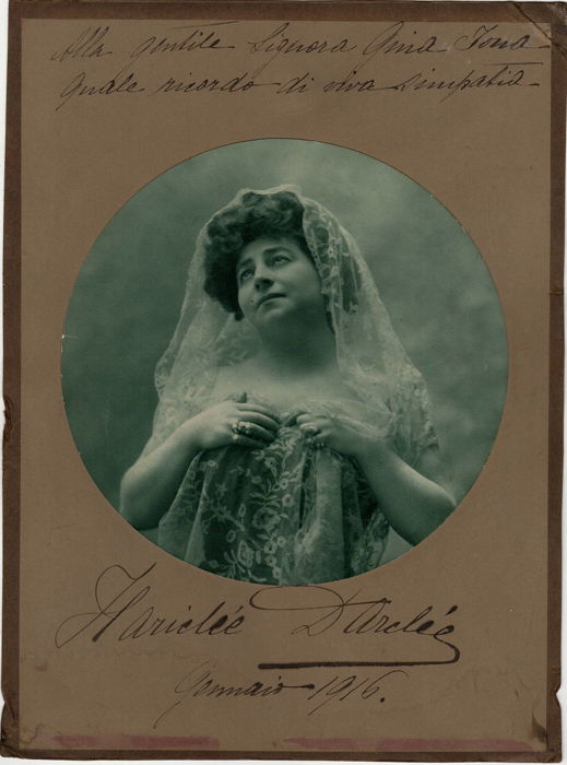 O fotografie cu autograf din 1916