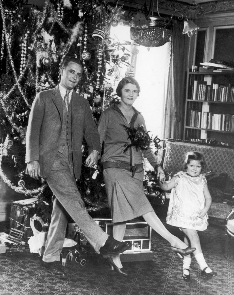 """Cu soția lui, Zelda, și fiica lor, Frances, în vremea când erau numiți """"prințul și prințesa generației lor"""", Crăciunul lor din 1925Credit foto: Hulton Archive Getty Images, Sursa: USA Today"""