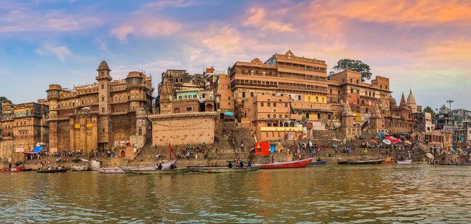 Varanasi, India; Sursa: Outlook India Magazine