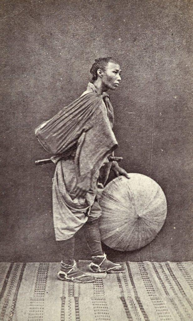 Portretul unui samurai fără stăpân – rōnin, Yokohama, 1867, Foto: Shimooka Renjō; Sursa: The Guardian