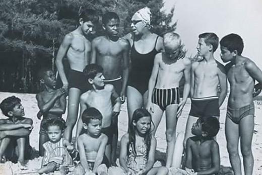 Josephine Baker nu a avut copii biologici, însă a adoptat 12, din diferite țări | Sursa: ReelRundown