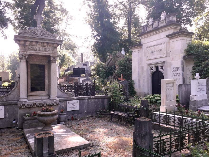 Mormântul familiei Hațieganu; Credit foto: Mira Kaliani