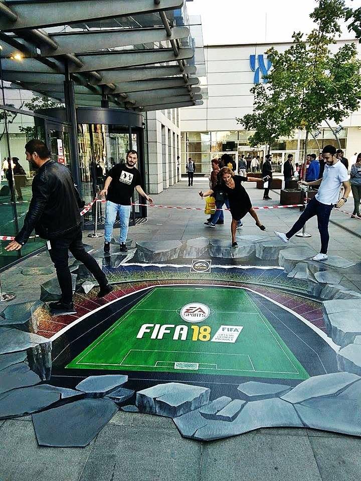 Pictura 3D. Daniel Relenschi- Lansare FIFA 18 în România