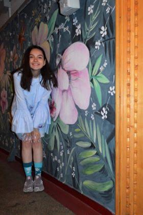 Gabriela, în scara blocului