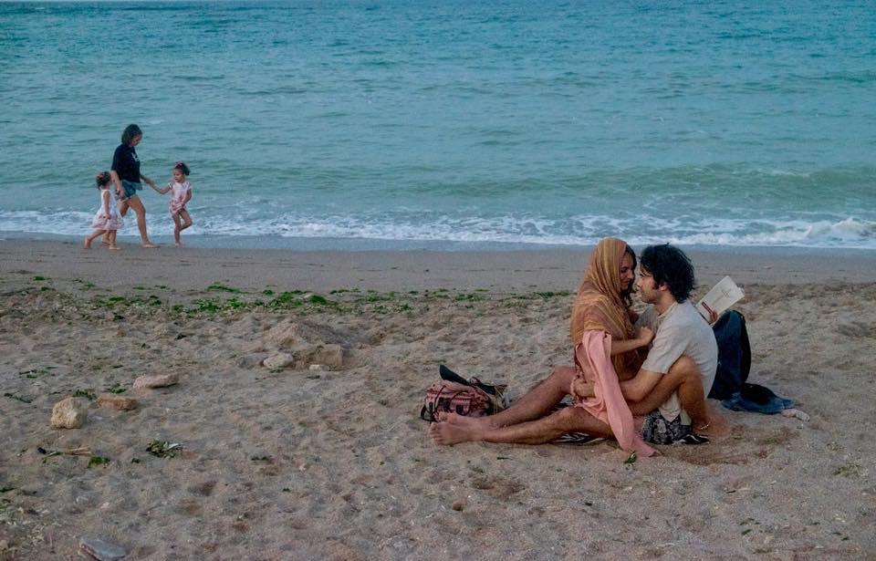 Îndrăgostiți în Vama Veche, surprinși de Mihnea Turcu