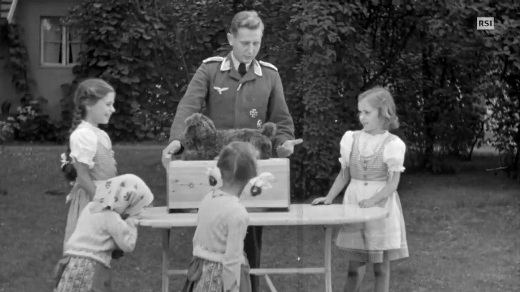 Harald cu patru dintre surorile lui dinspre mamă, 1942   Sursa: YouTube