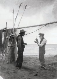 În Delta Dunării, pescari | Fotografie: Iosif Berman; Arhivă: Muzeul Țăranului Român