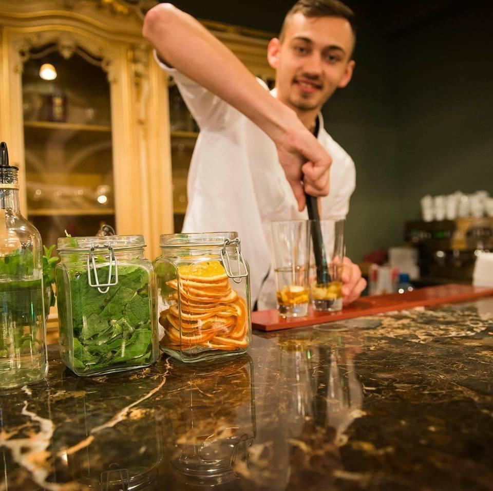 Răzvan Pașca, barman pasionat