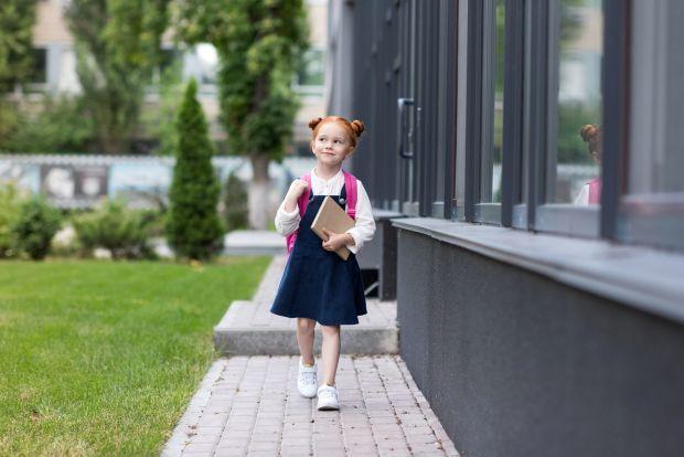 copil singur la scoala