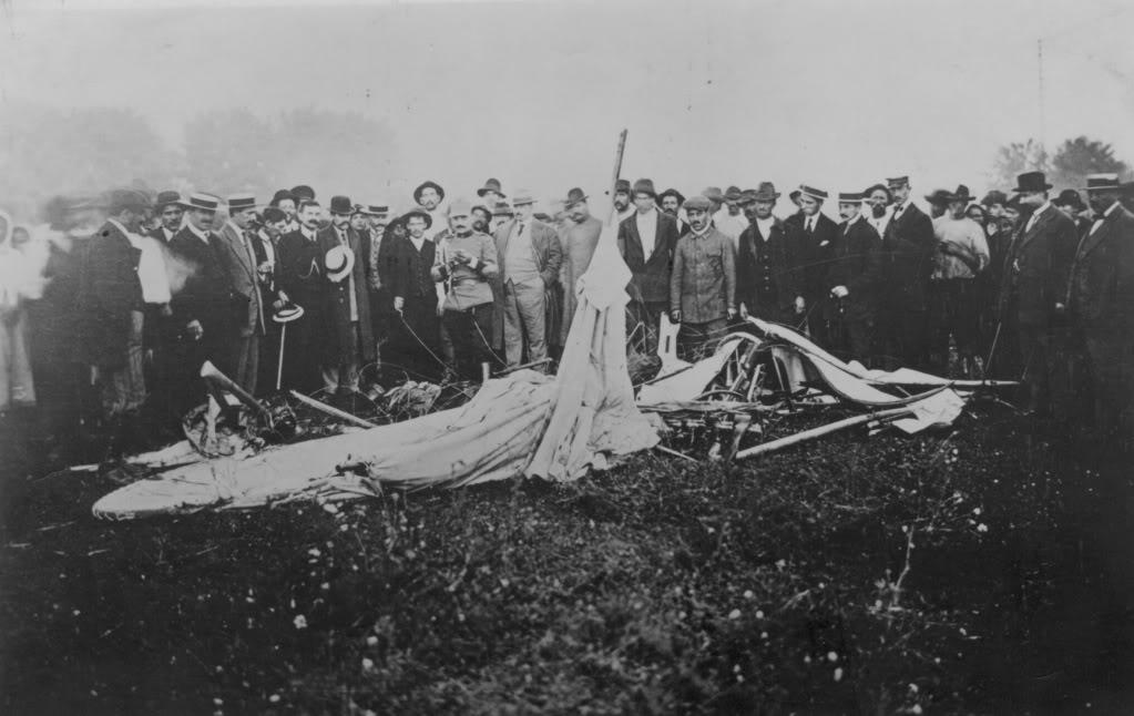 13 septembrie 1913, resturile avionului prăbușit | Sursa: Wikipedia, domeniu public