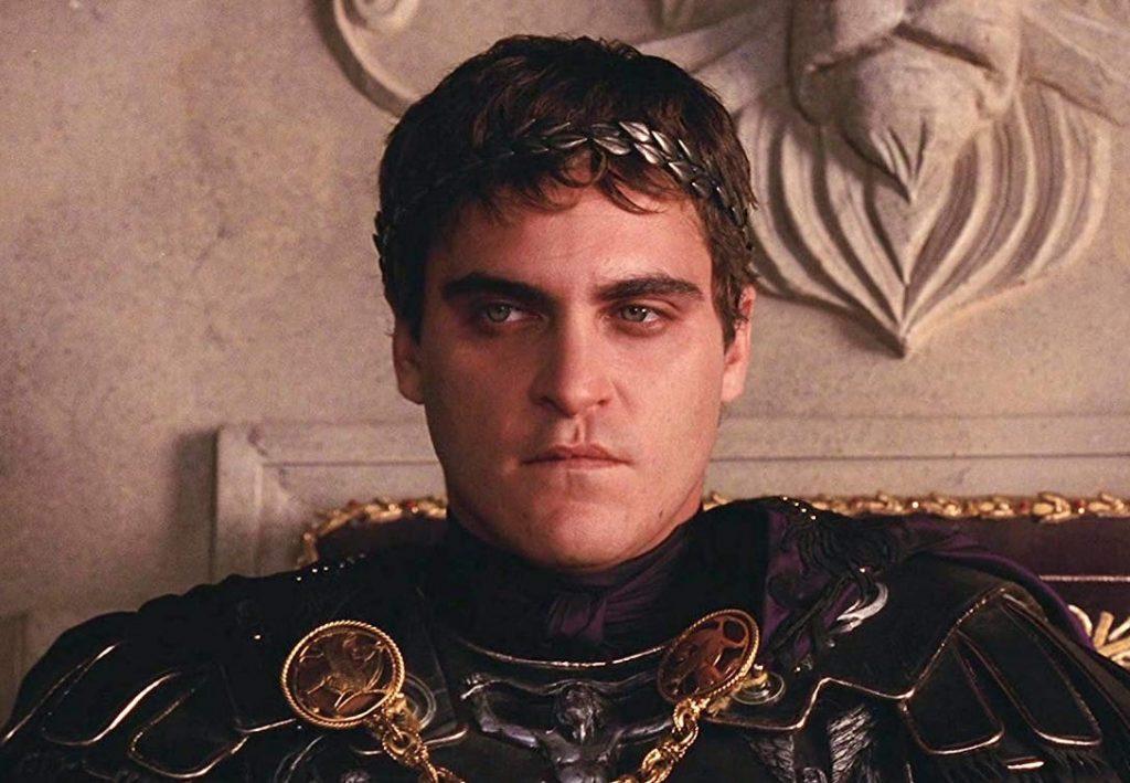 Joaquin Phoenix în rolul împăratului Commodus din filmul Gladiatorul, 2000 | Sursa: Scribol