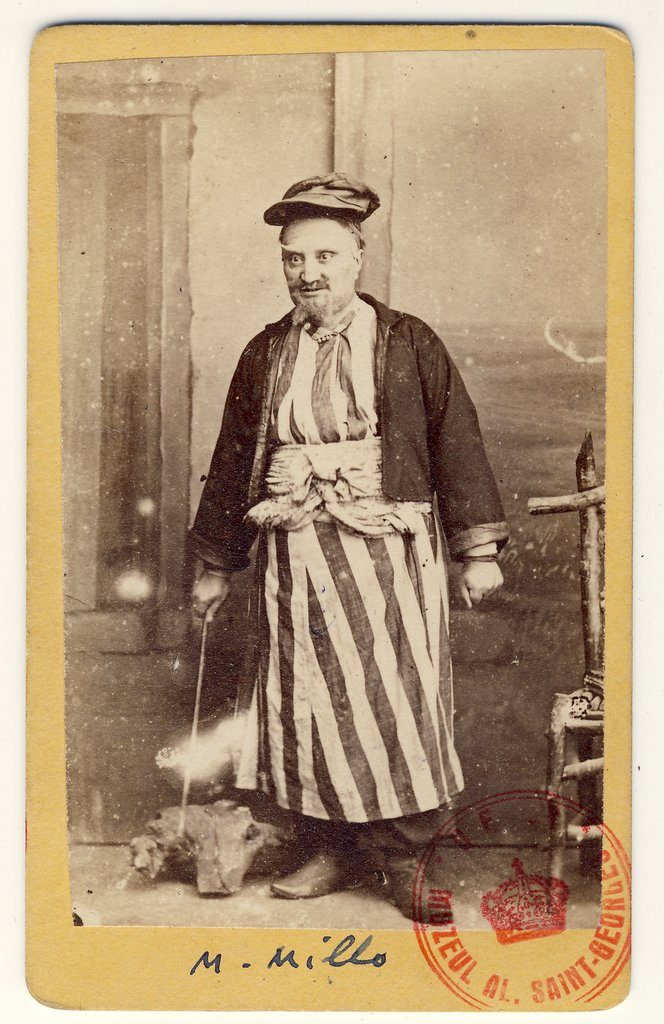 Matei Millo în rolul Chir Gaitanis Loghiotatos din piesa Nunta țărănească de Vasile Alecsandri| Fotografie de Károly Szathmári, 1864 | Sursa: World Digital Library