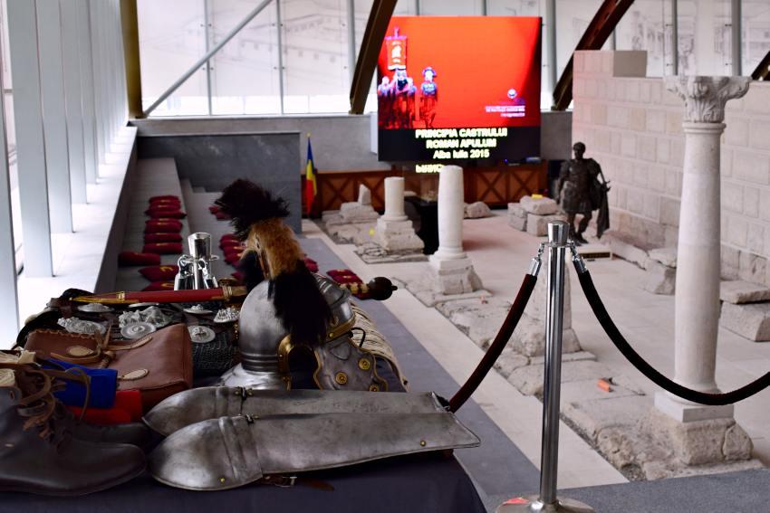 Din Muzeul Principia, în stânga, costumul de centurion | Credit foto: Mira Kaliani