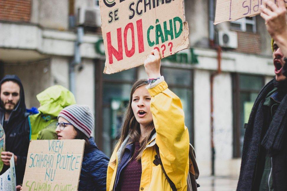 Tineri români, preocupați de mediu