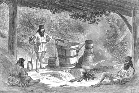 Țărani din Valahia distilează țuică din prune | Sursa: Wikimedia, domeniu public