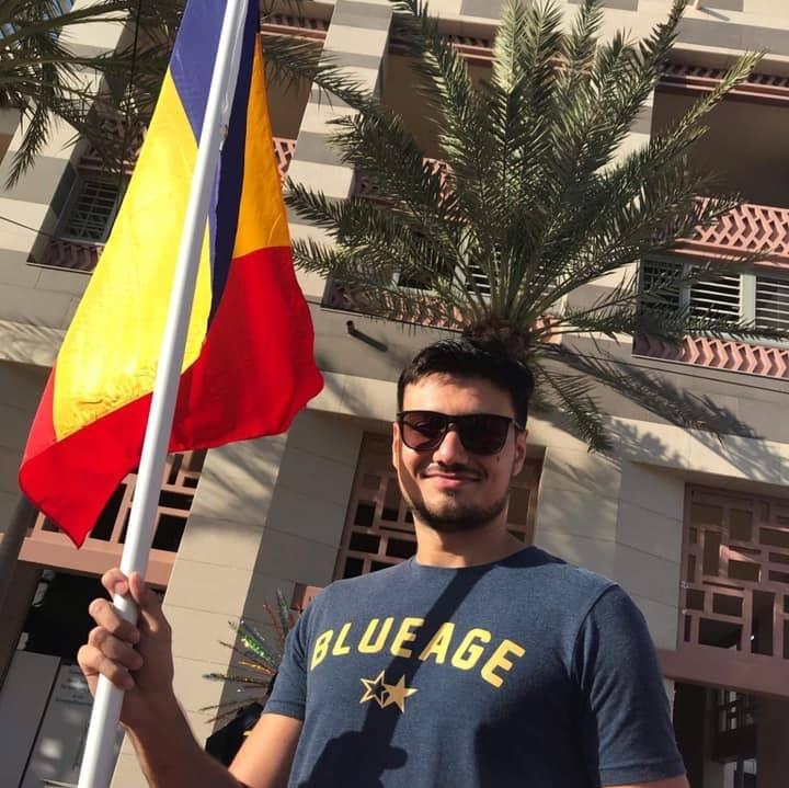 Steagul României, purtat de Dragoș în orice colț al lumii ajunge