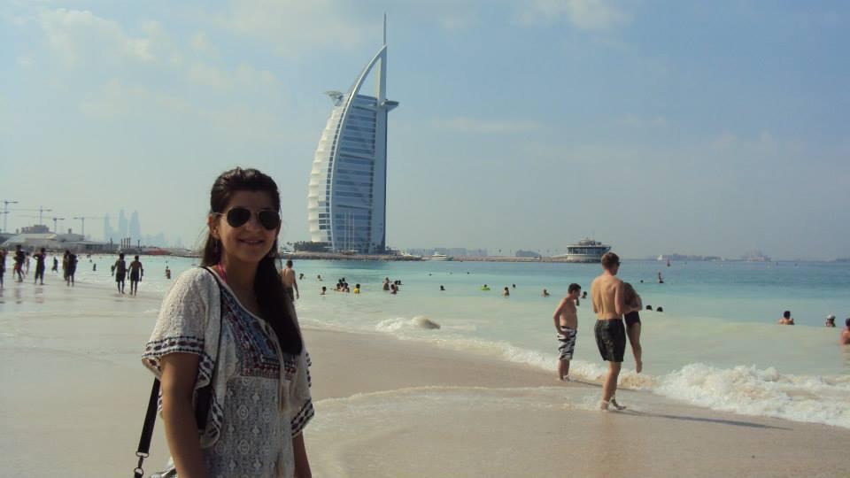 Nicoleta în ie. Prima poză făcută în Dubai