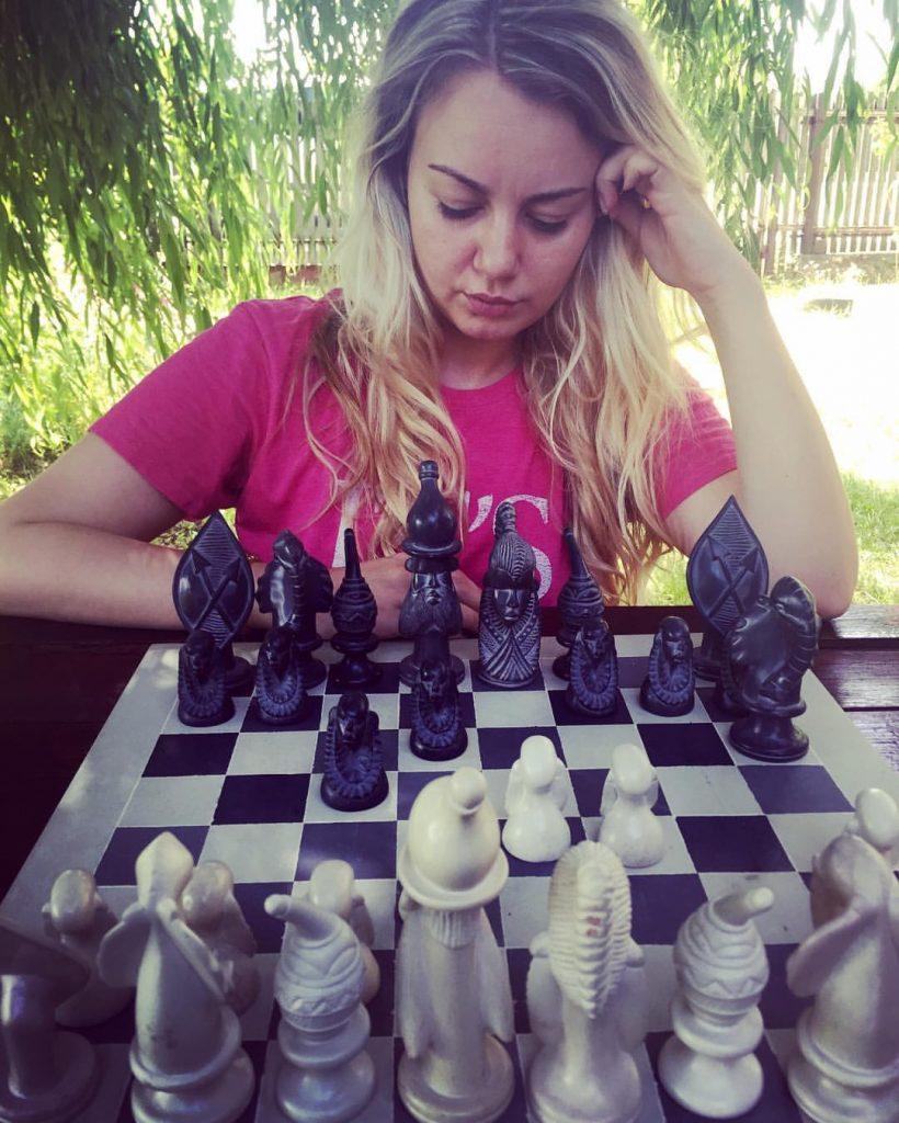 Alexandra, pasionată de cai. Și de șah