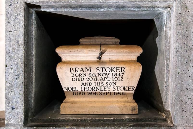 Urna cu cenușa lui Bram Stoker și a unicului său fiu | Sursa: Open Graves, Open Minds