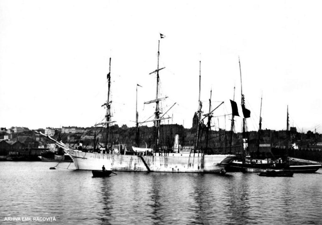 Belgica, în port, cu câteva zile înainte de plecare   Arhiva Emil Racoviță, via emil-racovita.speosub