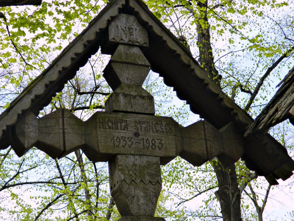 La mormântul lui Nichita din Cimitirul Bellu – București | Credit foto: Mira Kaliani