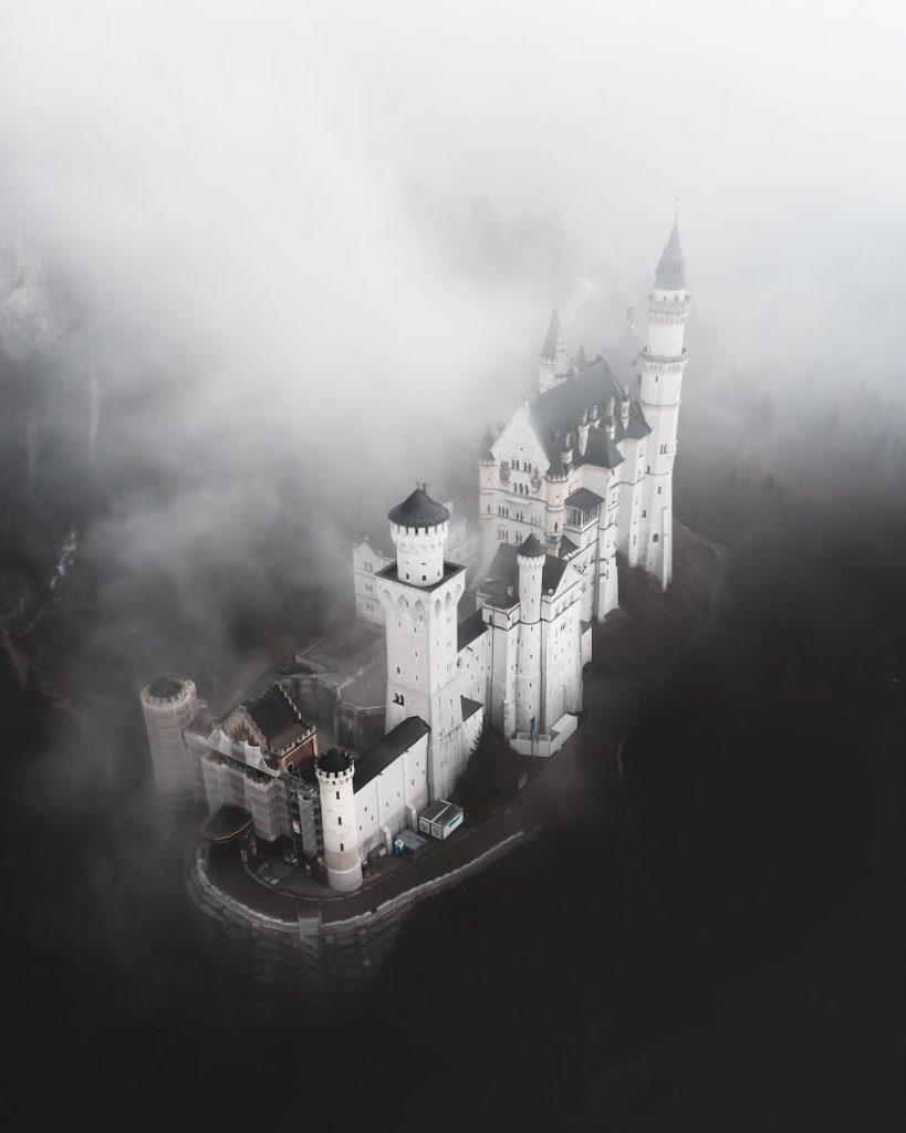 """""""Întunecatul Disneyland"""" , fotografie de Tommi Matz / AGORA Images"""