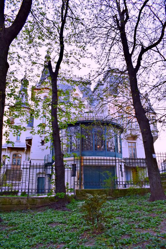 Palatul Kretzulescu, vedere din Grădina Cișmigiu | Credit foto: Mira Kaliani
