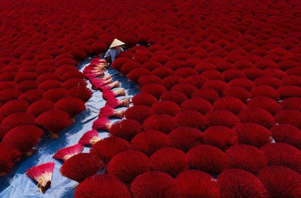 """""""Tămâia"""" , fotografie de Khánh Phan / AGORA Images"""