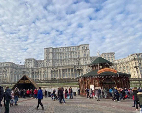 Imagine din Piața Costituției și Palatul Parlamentului