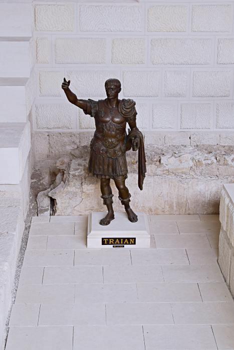 Statuia lui Traian de la Muzeul Principia din Alba Iulia | Credit foto: Mira Kaliani