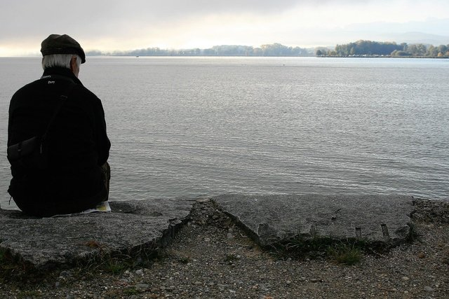 Probabil cu toții avem uneori nevoia de a fi singuri și nu e nimic rău; doar să nu ne uităm în singurătate. | Foto: Julita/Piaxaby