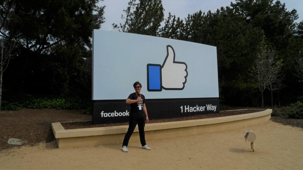 La sediul Facebook din California