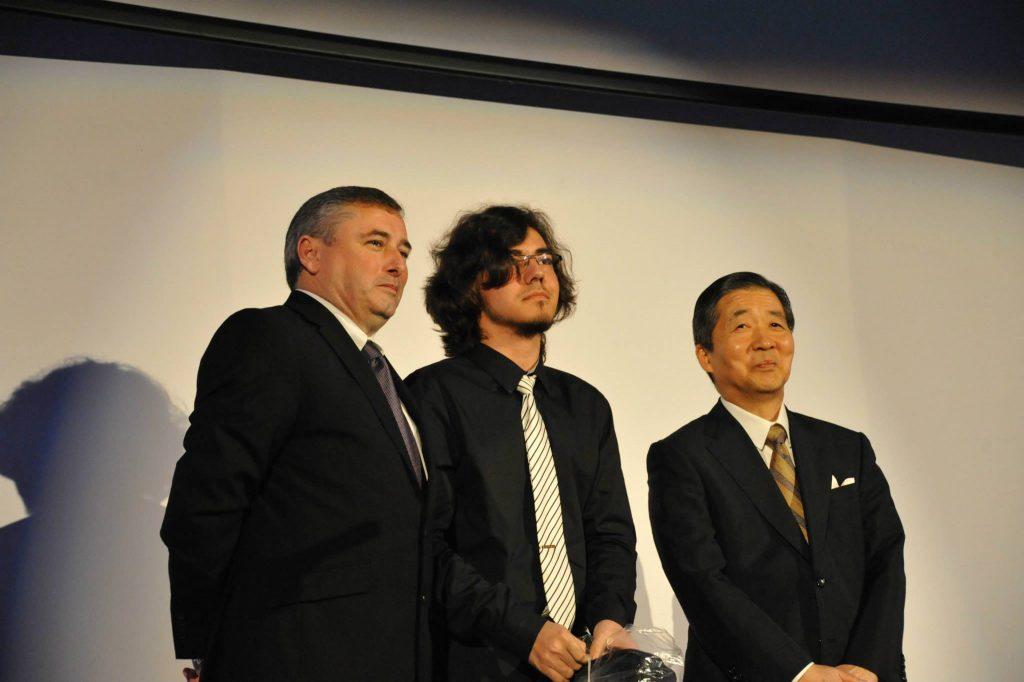 Alex, alături de ambasadorul Japoniei de la vremea respectivă, E.S. Dl. Keiji Yamamoto