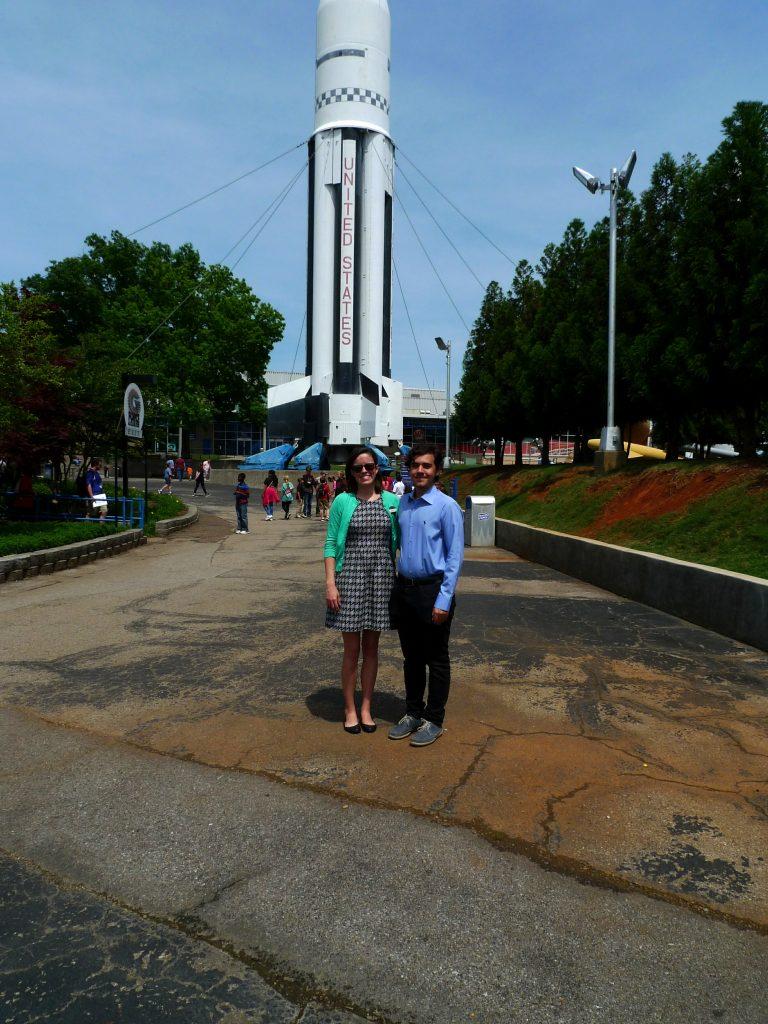 Alex, alături de directorul muzeului U.S. Space & Rocket Center (Huntsville, Alabama)