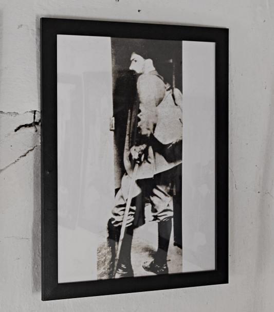 Constantin Brâncuși, la plecarea spre Paris / Fotografie de la casa-muzeu din Hobița, Gorj | Credit foto: Mira Kaliani