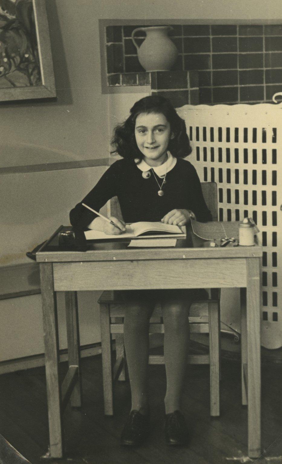 Anne în școala primară, 1940
