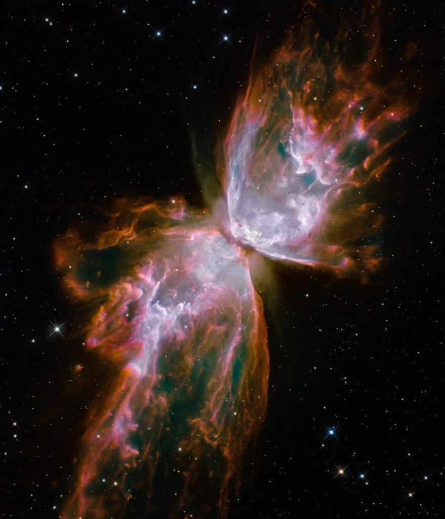 Într-o ultimă rafală de vânt, steaua în agonie din centrul Nebuloasei Fluturele aruncă nori de gaz fierbinte, ca nişte aripi dantelate cu o anvergură de mii de miliarde de kilometri. De când şi-a început misiunea, Hubble transmite pe Pământ cele mai detaliate imagini de până acum, cu cea mai mare profunzime, care se apropie tot mai mult de limitele absolute ale universului vizibil. Foto: NASA, ESA, echipa Hubble SM4 EROion