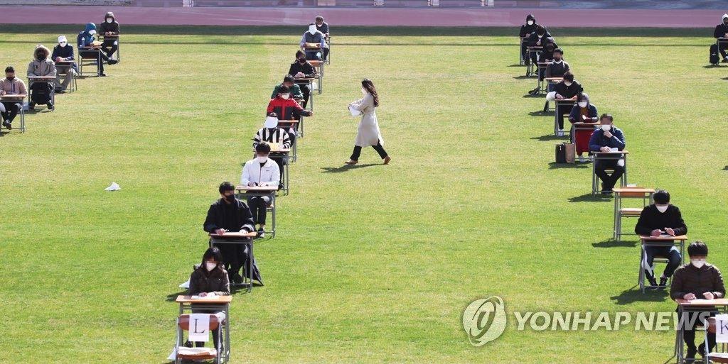 Examen de angajare susținut pe stadion în Ansan, la sud de Seul