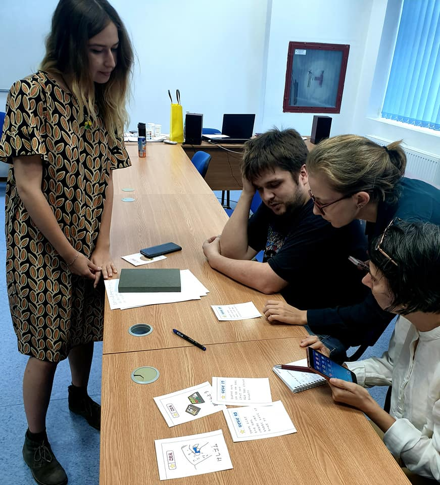 Alexandra predând limba japoneză